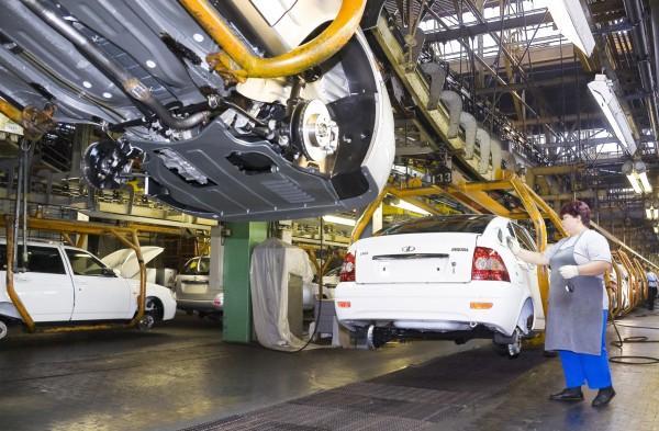 В 2012 году АвтоВАЗ начнет выпускать иномарки