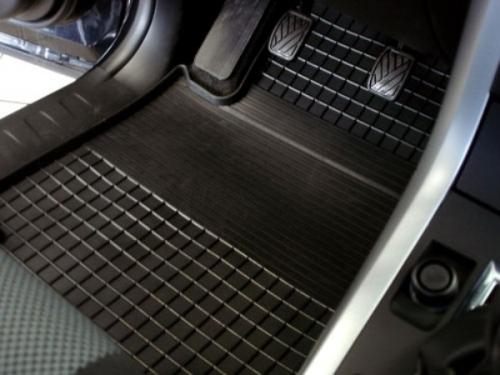 Водители отдают предпочтение универсальным автомобильным коврикам
