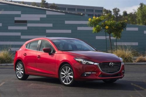 Обновленная Mazda3 вышла дороже на 125 тыс. рублей