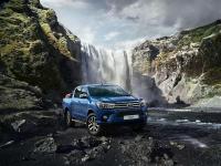Новый пикап Toyota Hilux стал выгоднее на 150 тыс. рублей